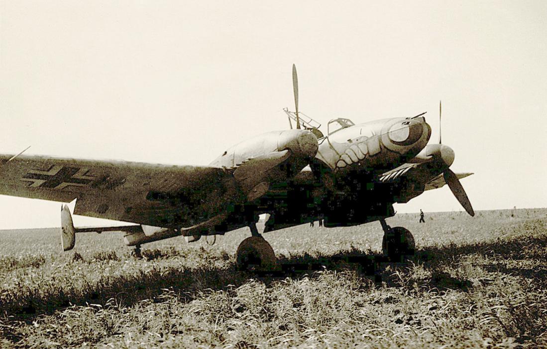 Naam: Foto 503. Messerschmitt Bf 110 van ZG 1 (Zerstörergeschwader 1. %22Wespengeschwader%22). 1100 br.jpg Bekeken: 189 Grootte: 129,9 KB