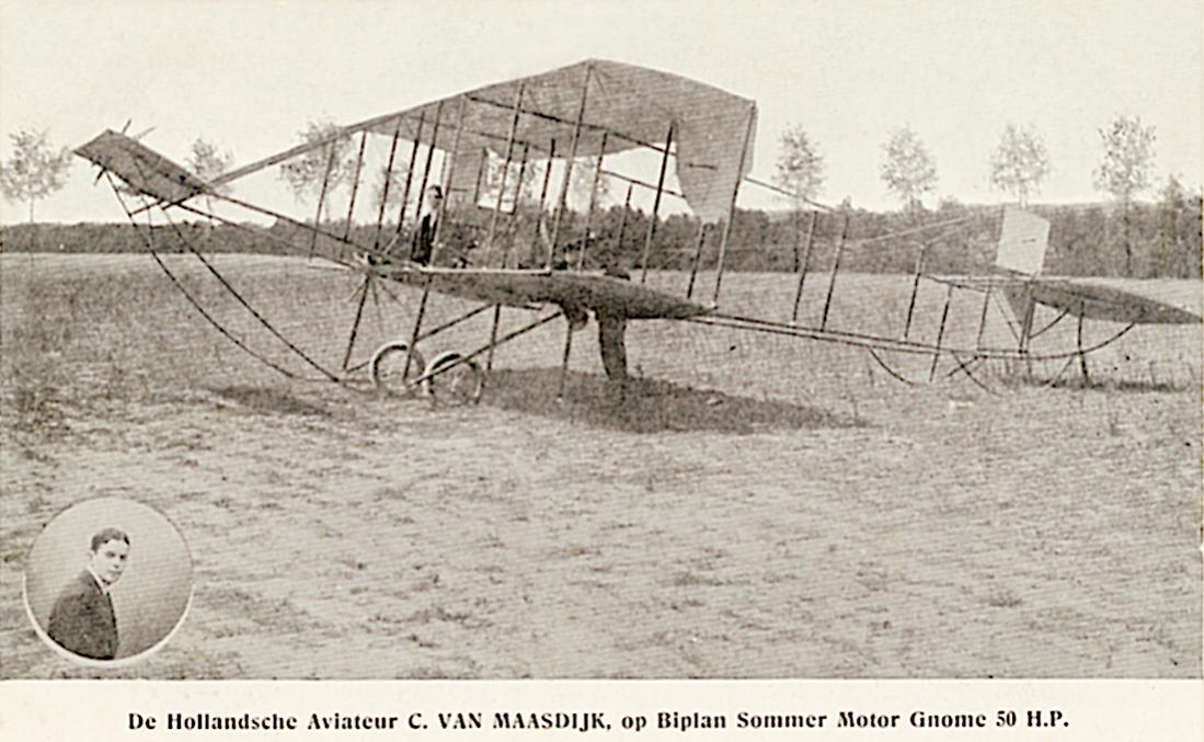 Naam: Kaart 857. De Hollandsche Aviateur C. VAN MAASDIJK, op Biplan Sommer Motor Gnome 50 H.P. 1100 br.jpg Bekeken: 278 Grootte: 107,8 KB