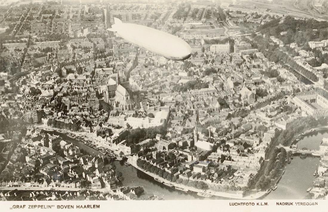 Naam: Foto 859. Graf Zeppelin boven Haarlem. 1100 breed.jpg Bekeken: 219 Grootte: 171,9 KB