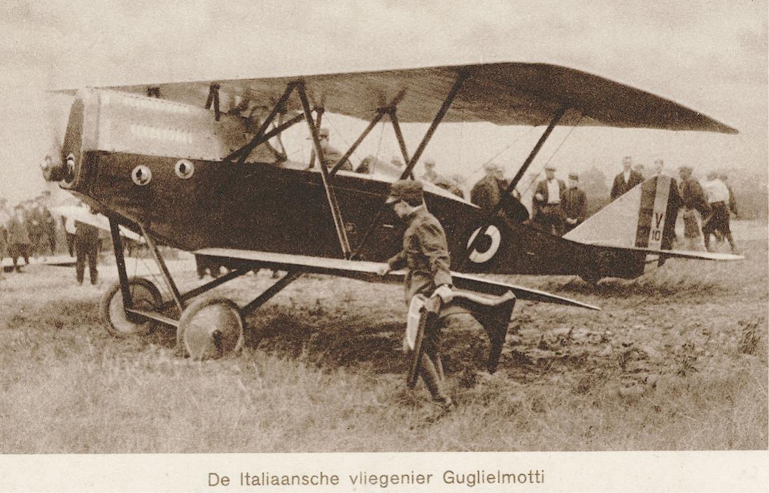Naam: Kaart 861. ELTA 1919. De Italiaansche vliegenier Guglielmotti. 1100 breed.jpg Bekeken: 78 Grootte: 141,0 KB