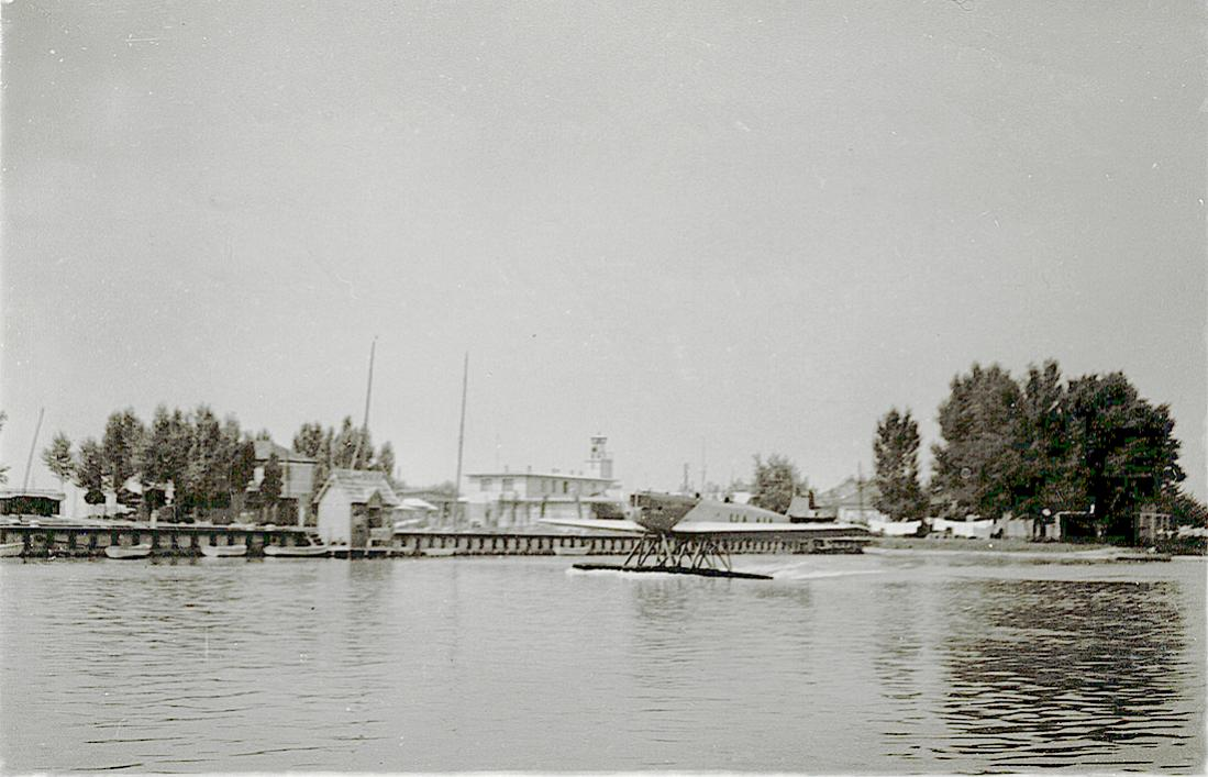 Naam: Foto 7. Op los dun papiertje 'Oostenrijks sport-watervliegtuig te Felden am Würtersee'. Lijkt mi.jpg Bekeken: 492 Grootte: 99,3 KB