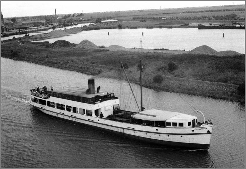 Naam: De witte IJsselstroom, is in 1930 gebouwd als SS IJSSEL. 8-7-1943 herdoopt in IJsselstroom. 9-6-.jpg Bekeken: 97 Grootte: 69,7 KB