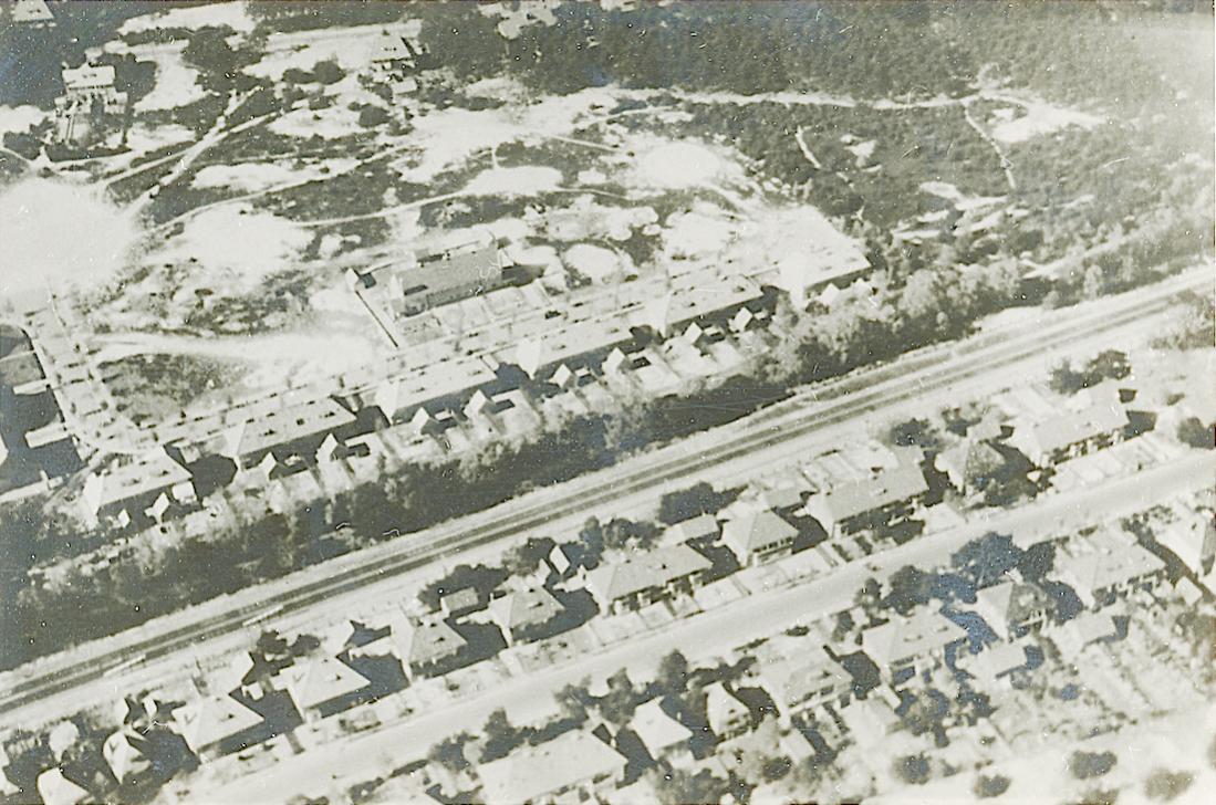 Naam: Foto 51. Tekst bij de foto. Luchtfoto van de Paltzerweg Bilthoven, rechte randen, 1100 breed.jpg Bekeken: 45 Grootte: 149,6 KB