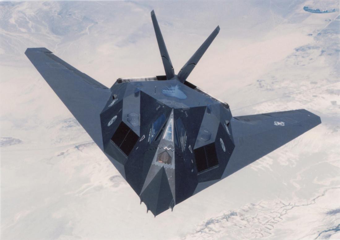 Naam: Foto 658. Lockheed (nu Lockheed Martin) F-117 Nighthawk. 1100 breed.jpg Bekeken: 86 Grootte: 58,5 KB