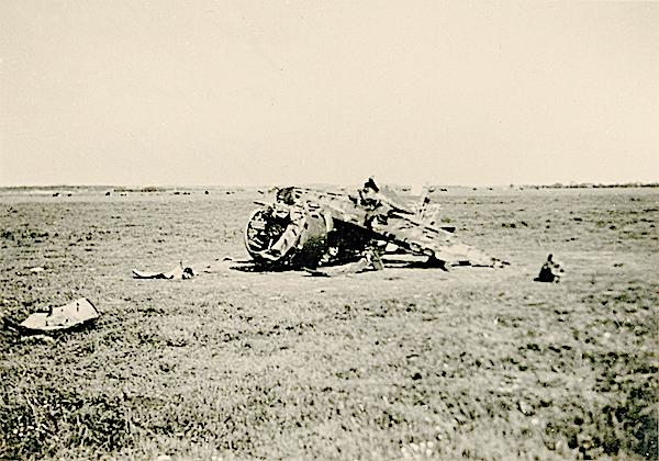 Naam: Foto 98. '216'. Txt bij foto. Genoodlande D21 Jager van Serg. Kiehl. 10-15 Mei 1940. 600 breed.jpg Bekeken: 142 Grootte: 478,8 KB