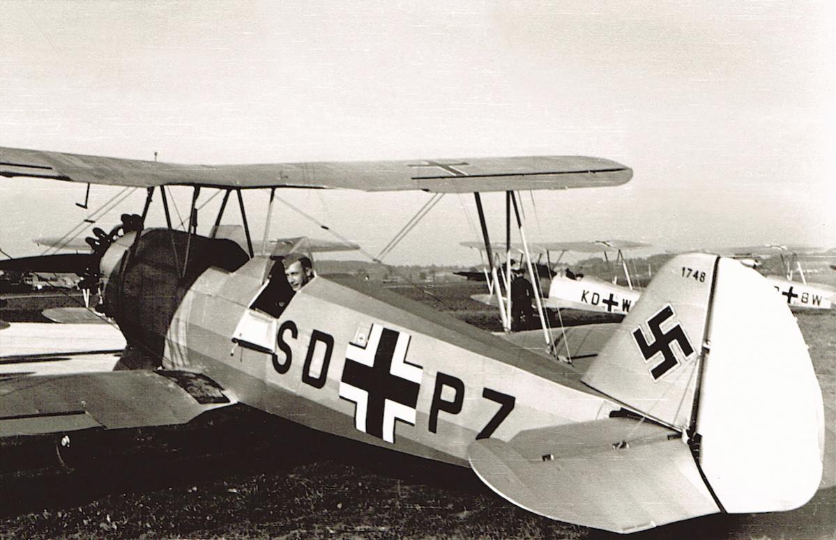 Naam: Foto 505. SD+PZ. Focke-Wulf Fw.44, W.Nr. 1748.jpg Bekeken: 169 Grootte: 118,9 KB