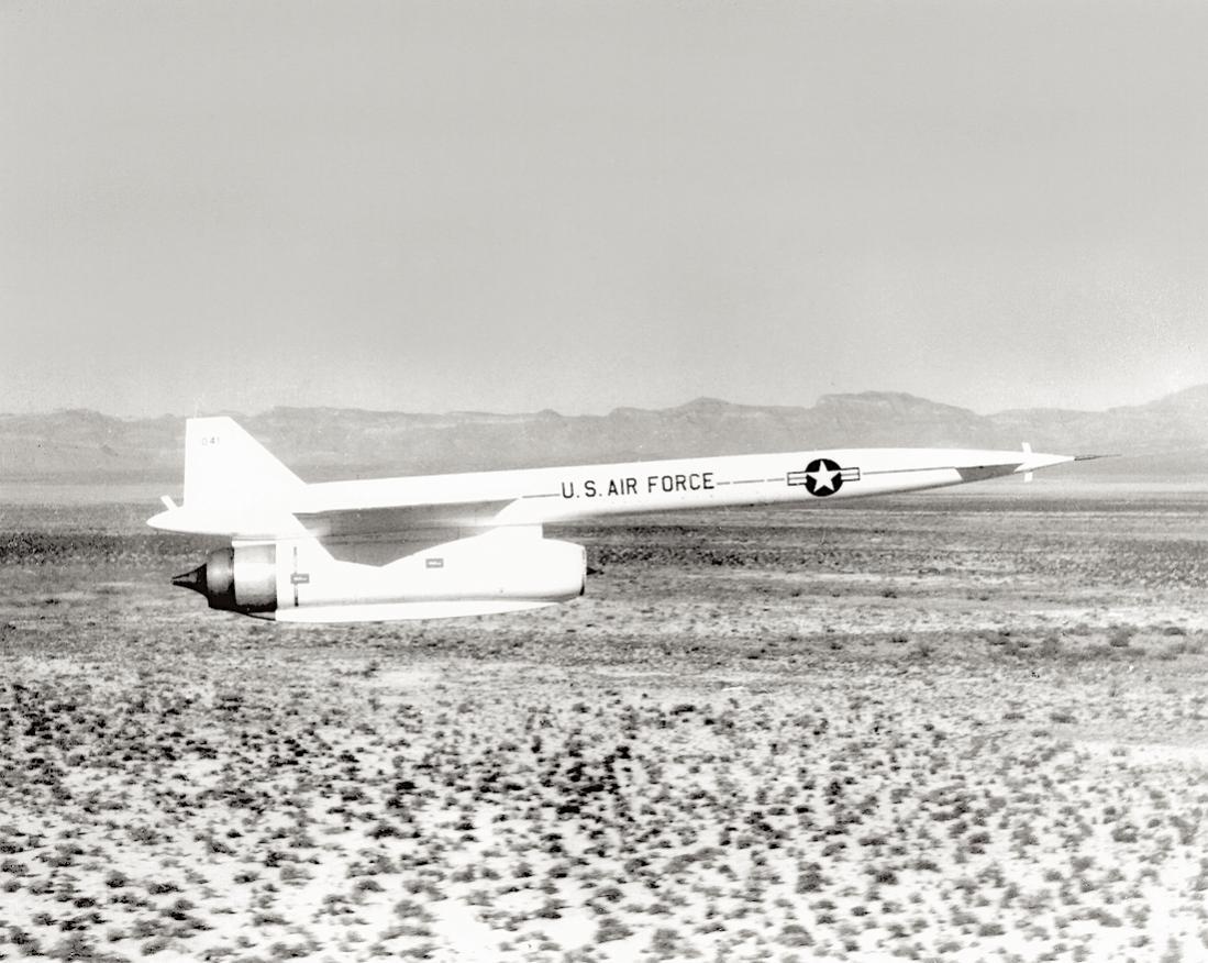 Naam: Foto 682. North American GAM-77 (later AGM-28) Hound Dog. 1100 breed.jpg Bekeken: 201 Grootte: 121,5 KB