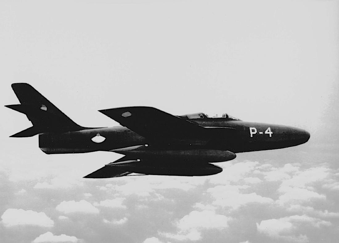 Naam: Foto 152. 'P-4'. Republic RF-84F Thunderflash, kopie 1100.jpeg Bekeken: 396 Grootte: 327,7 KB