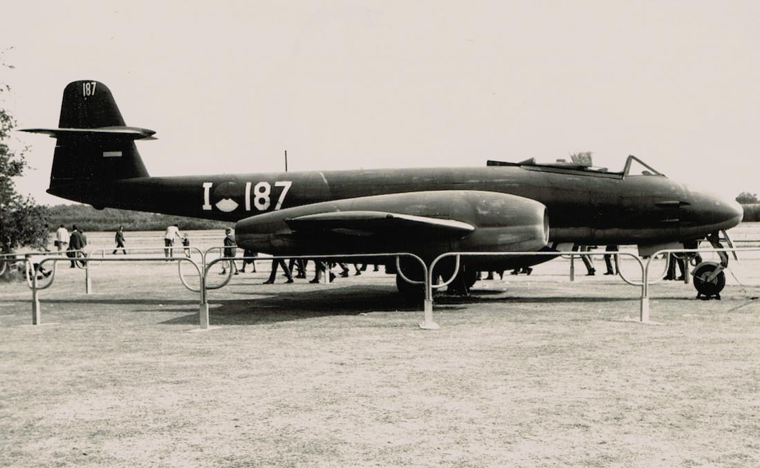 Naam: Foto 153. 'I-187'. Gloster Meteor FMk. 8, kopie 1100.jpg Bekeken: 331 Grootte: 91,4 KB
