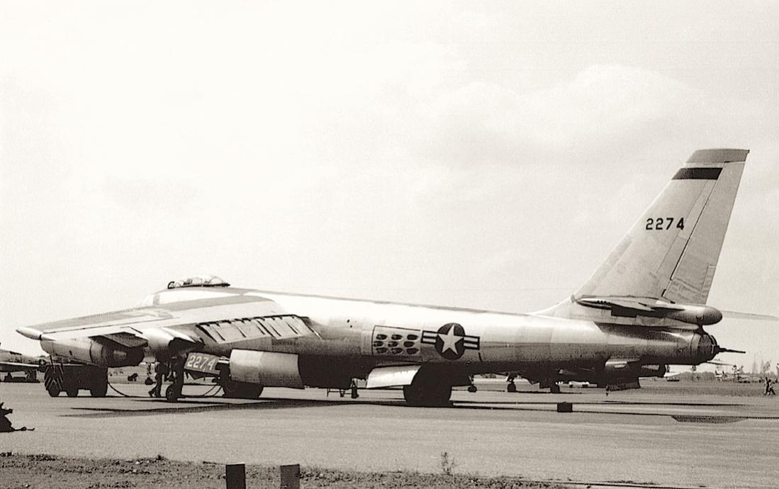 Naam: Foto 694. 52-0274. Boeing B-47E Stratojet. 1100 breed.jpg Bekeken: 199 Grootte: 79,9 KB