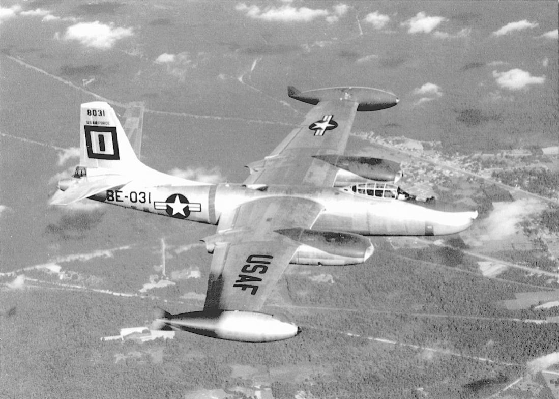 Naam: Foto 703. North American B-45 Tornado 'BE-031'. 1100 breed.jpg Bekeken: 496 Grootte: 122,6 KB