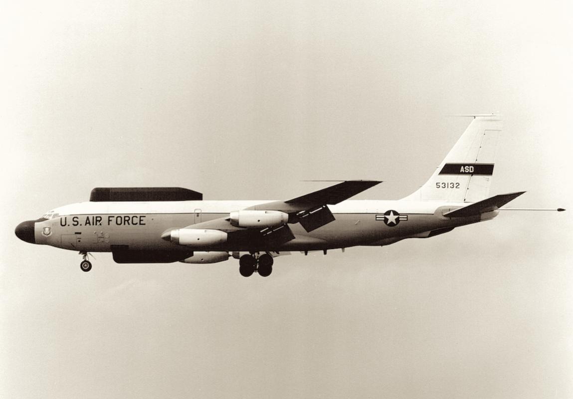 Naam: Foto 5. 452nd TFS, 412th TW, Boeing NKC-135E on RAF Mildenhall approach.jpg Bekeken: 4142 Grootte: 61,9 KB