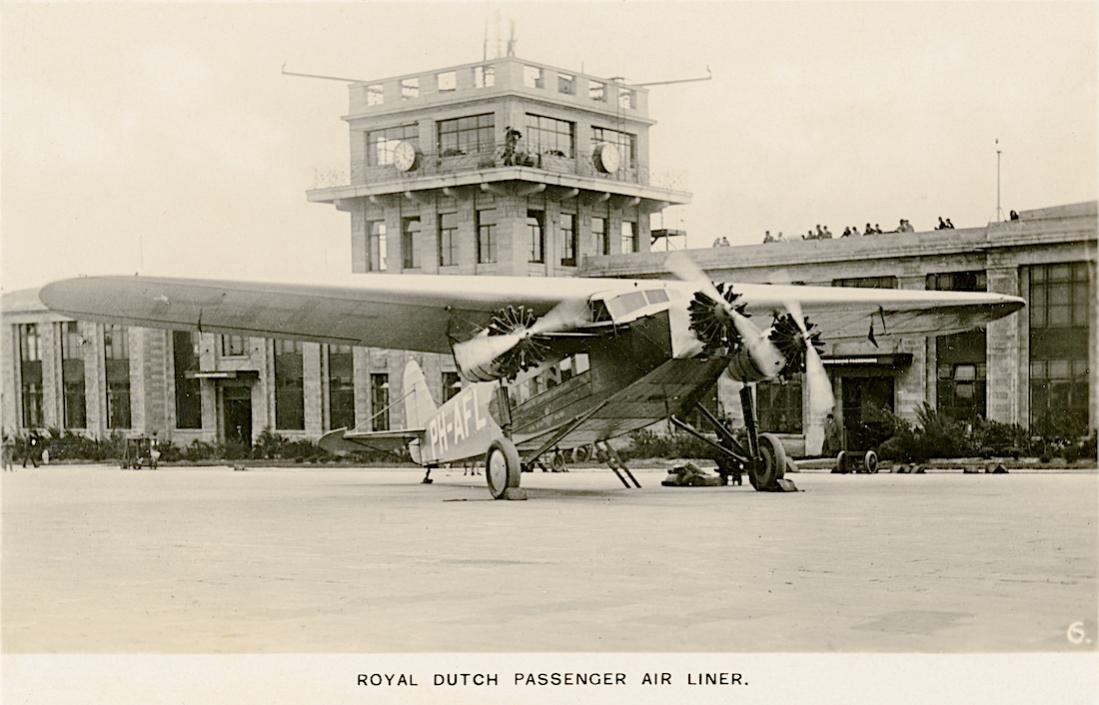 Naam: Kaart 823. Fokker F.XII PH-AFL 'Leeuwerik' op Croydon. 1100 breed.jpg Bekeken: 208 Grootte: 88,2 KB