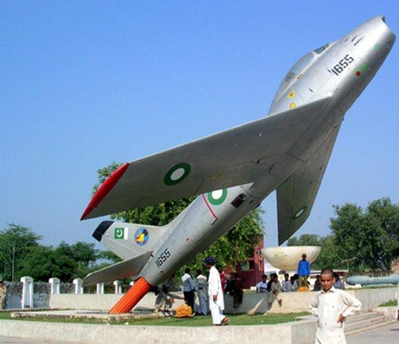 Naam: F-86 , Chawinda..jpg Bekeken: 142 Grootte: 51,4 KB