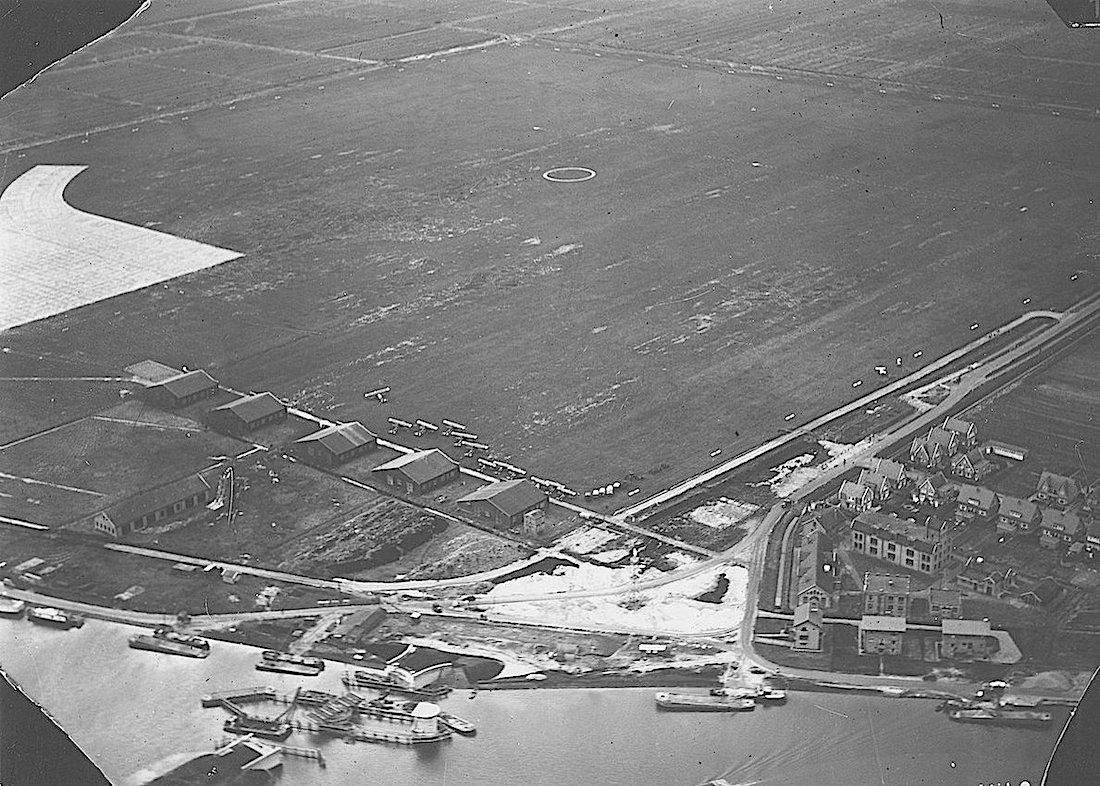 Naam: 2157-113-010. Op de plaats waar het Fort aan het Schiphol stond, zijn kranen bezig een oeververb.jpg Bekeken: 413 Grootte: 244,1 KB