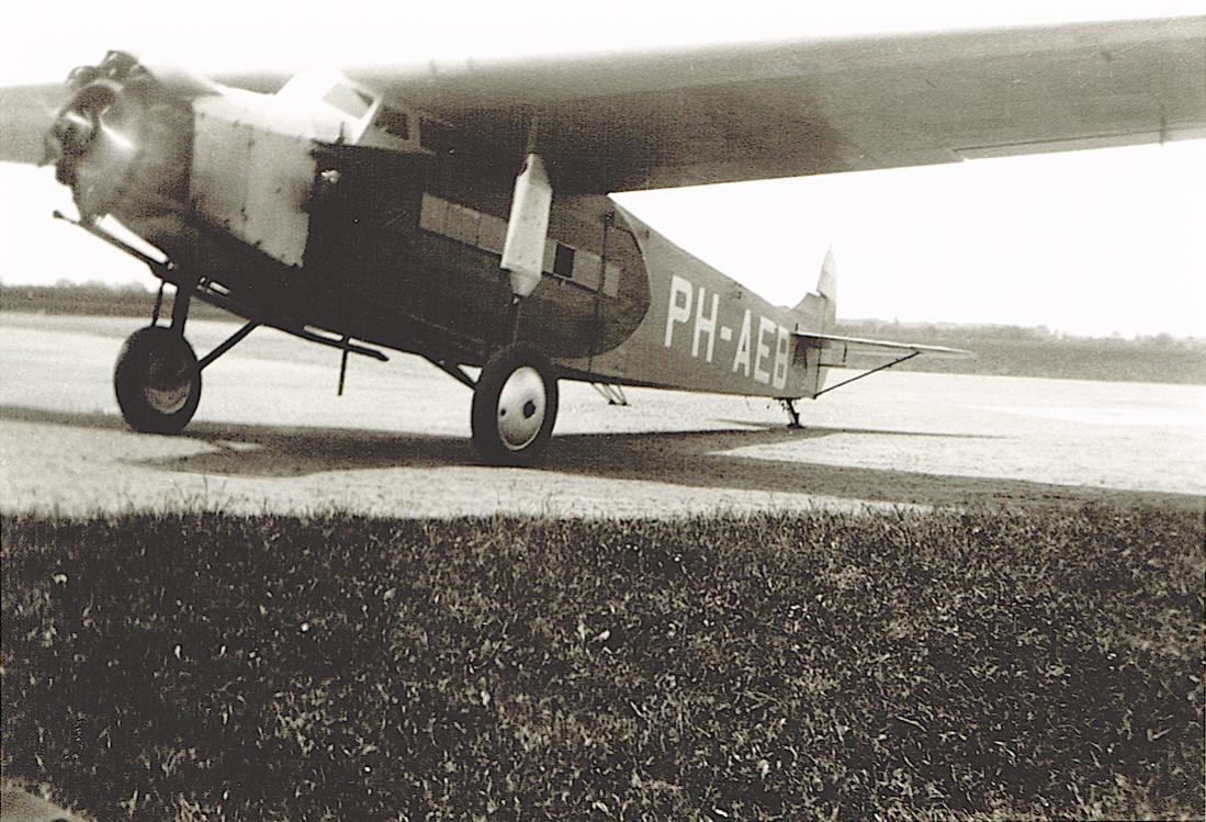 Naam: Foto 329. PH-AEB. Fokker F.VIIa. 1100 breed.jpg Bekeken: 367 Grootte: 149,7 KB