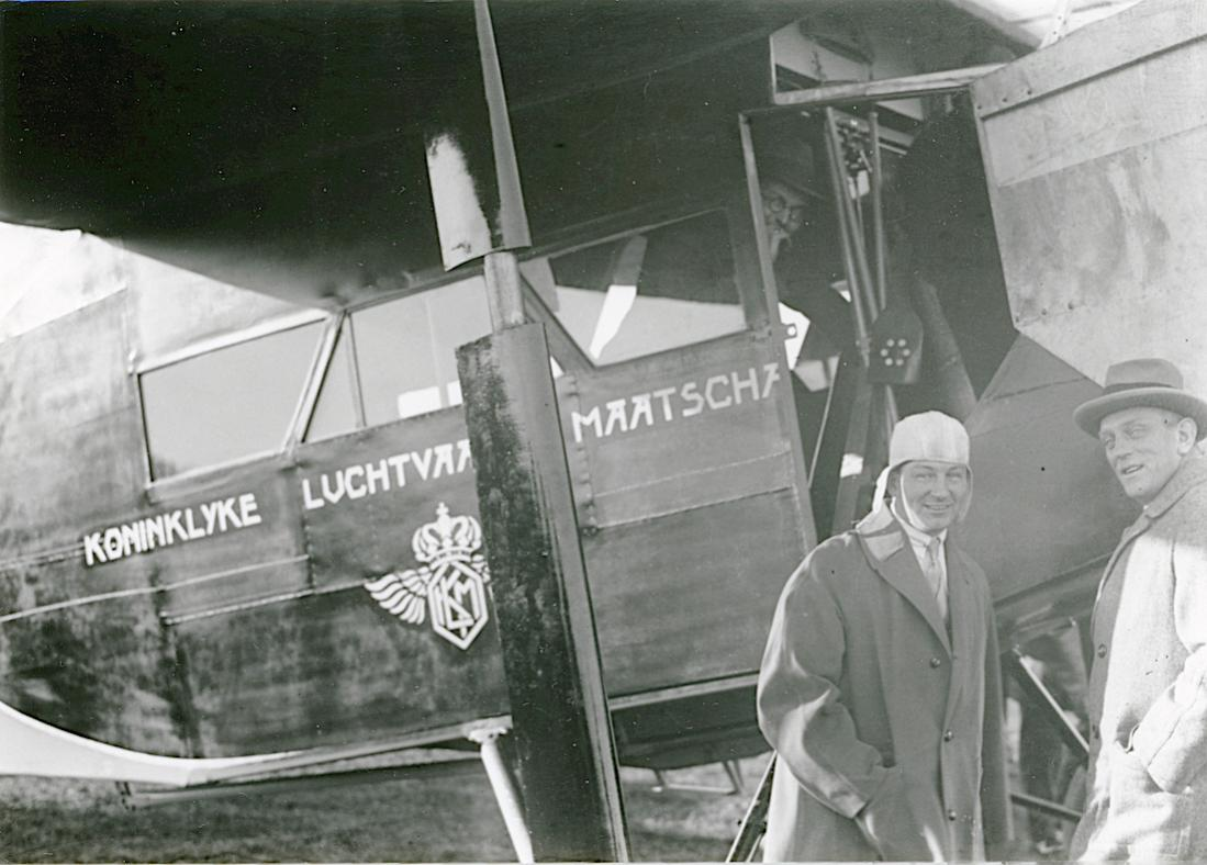 Naam: Foto 349. Fokker en Plesman. 1100 breed.jpg Bekeken: 51 Grootte: 101,6 KB