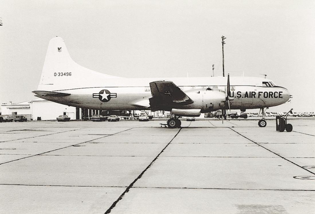 Naam: Foto 727. Convair T-29D. 53-3496 : 0-33496 (MSN 52-42) to MASDC Feb 1975. Later CP-1433. 1100 br.jpg Bekeken: 254 Grootte: 104,3 KB