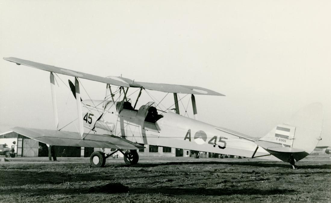 Naam: Foto 220. 'A-45' (RAF 'T 6955'). De Havilland DH-82A Tiger Moth. 1100 breed.jpg Bekeken: 121 Grootte: 73,5 KB