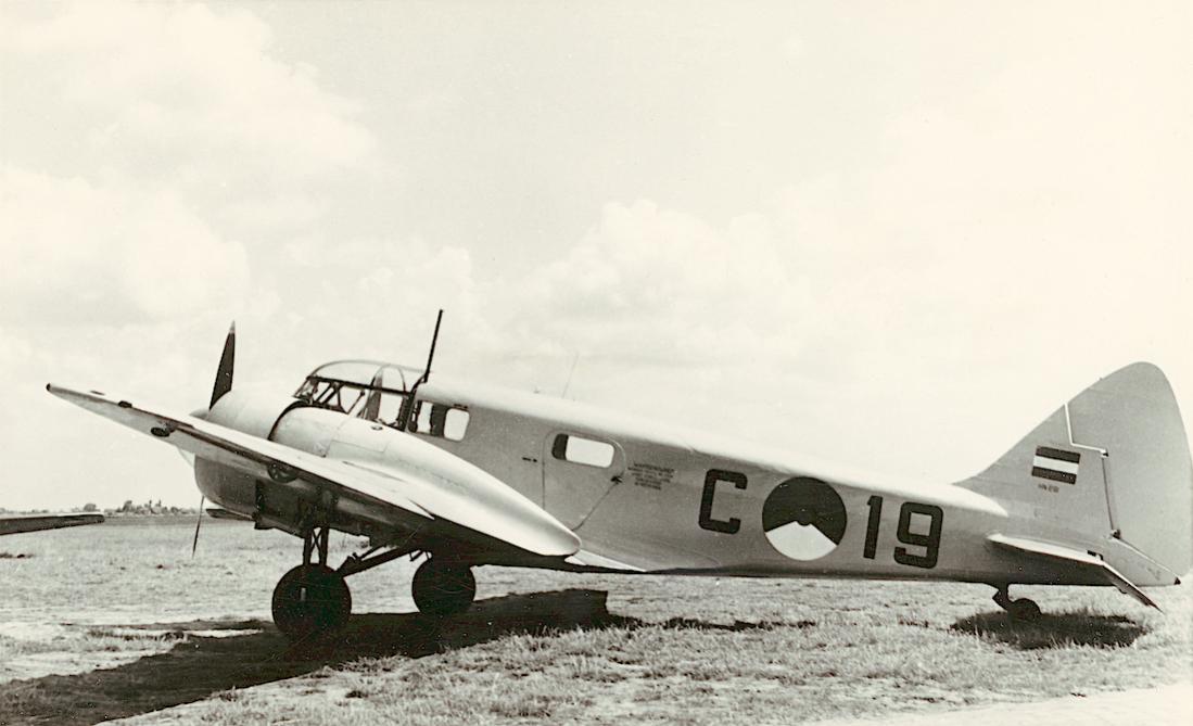 Naam: Foto 221. 'C-19' Airspeed AS-10 Oxford Mk.I, vlgs andere bronnen Mk.II en zelfs Mk.IV. (RAF HN69.jpg Bekeken: 72 Grootte: 71,3 KB