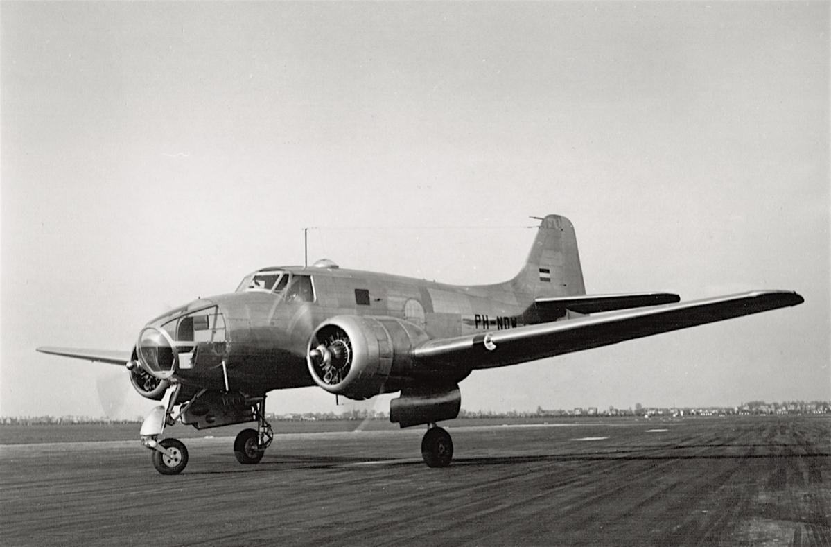 Naam: Foto PH-NDW. Fokker S.13 grond, 300 kopie.jpg Bekeken: 1107 Grootte: 86,3 KB
