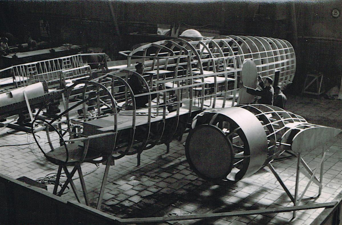 Naam: Fokker S.13 onder constructie. 200.jpg Bekeken: 961 Grootte: 168,2 KB