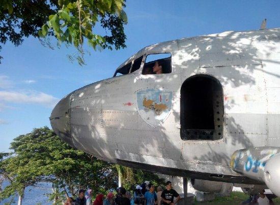 Naam: DC 3 - Bitung, Indonesia..jpg Bekeken: 540 Grootte: 55,7 KB