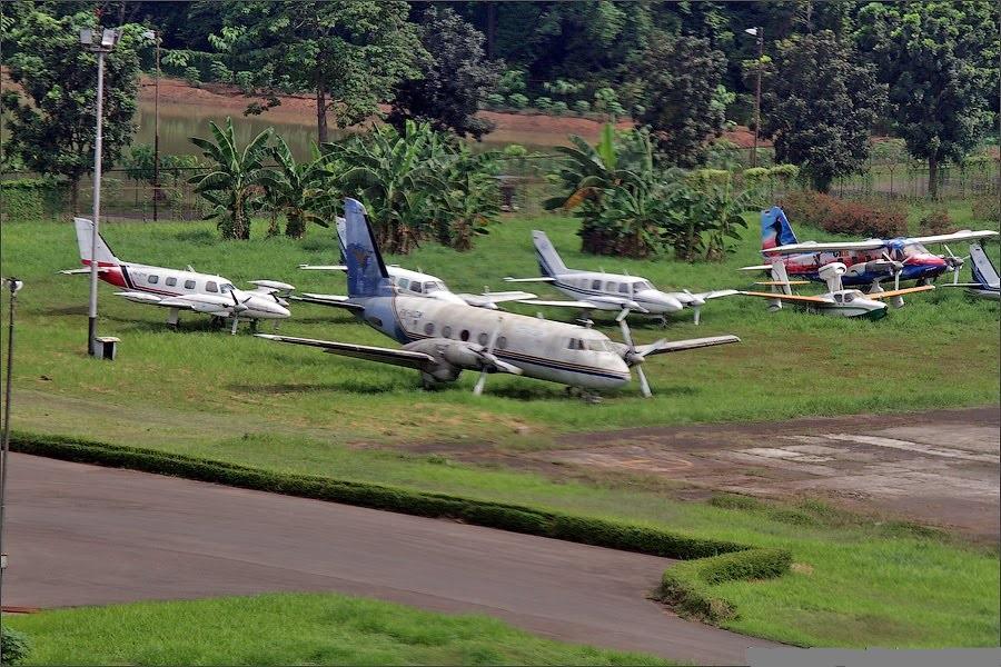 Naam: Halim airport , Jakarta.,.jpg Bekeken: 393 Grootte: 253,8 KB