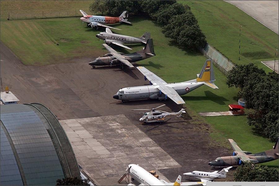 Naam: Halim airport , Jakarta...jpg Bekeken: 369 Grootte: 223,7 KB