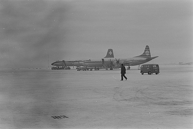 Naam: a9  Winter '67, Electra an Transvalair CL44.jpg Bekeken: 754 Grootte: 121,6 KB