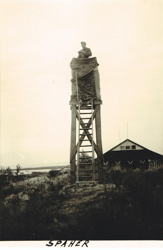 Naam: Foto 375. Luftwaffe, Beobachtungsturm, Einsatz in Hooge-Beyssel, Holland, 600, kopie.jpg Bekeken: 433 Grootte: 37,5 KB