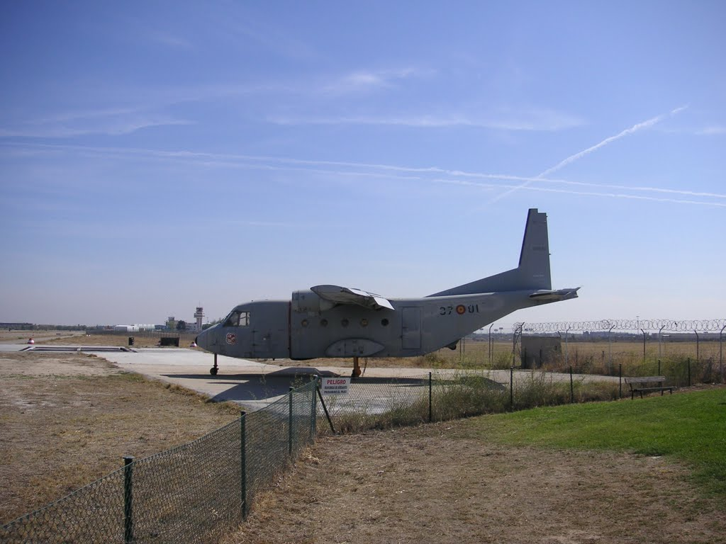 Naam: CASA C-212 - Vliegveld Cuatro vientos , Madrid..jpg Bekeken: 288 Grootte: 99,3 KB