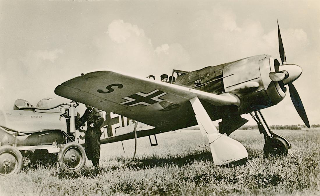 Naam: Foto 526. SB+IA. Focke Wulf Fw190 A-0:U3. WNr.0021. Larger wing. Erprobungsstaffel 190. 1100 bre.jpg Bekeken: 160 Grootte: 117,8 KB