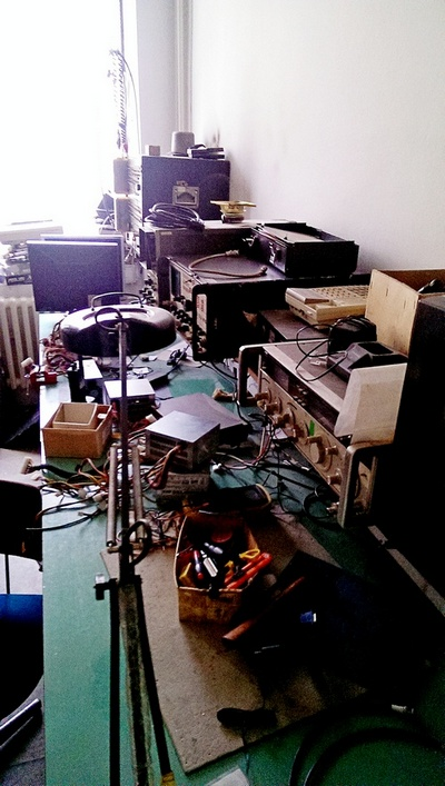 Naam: Blik in de radio repair shop.jpg Bekeken: 368 Grootte: 137,2 KB
