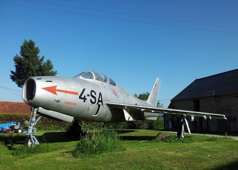 Naam: F 84 op een boerderij in La Chazotte..jpg Bekeken: 281 Grootte: 171,2 KB