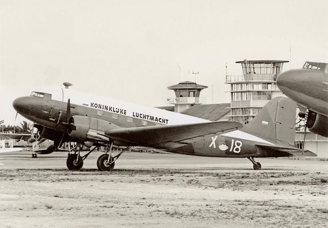 Naam: Foto 179. 'X-18'. Douglas C-47B Dakota in NNG. 1100 breed.jpg Bekeken: 324 Grootte: 102,8 KB