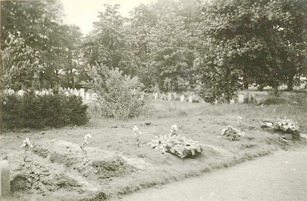 Naam: Foto 111. 1940 ?. graven. 600 breed.jpg Bekeken: 171 Grootte: 55,5 KB
