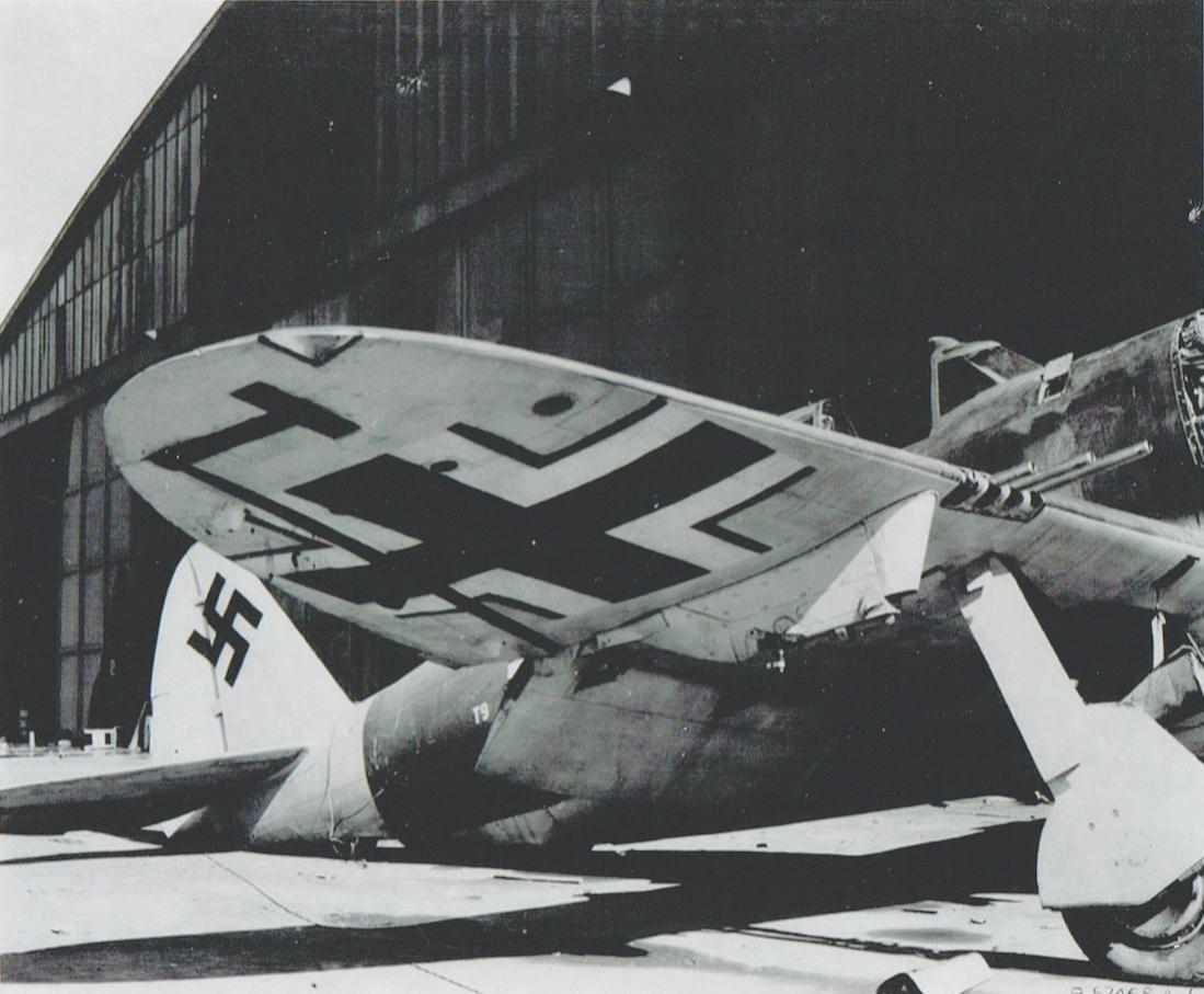 Naam: Foto 504. Captured P-47D Thunderbolt (serial 42-75971, T9+LK) of the Zirkus Rosarius. (4). 1100 .jpg Bekeken: 209 Grootte: 104,9 KB