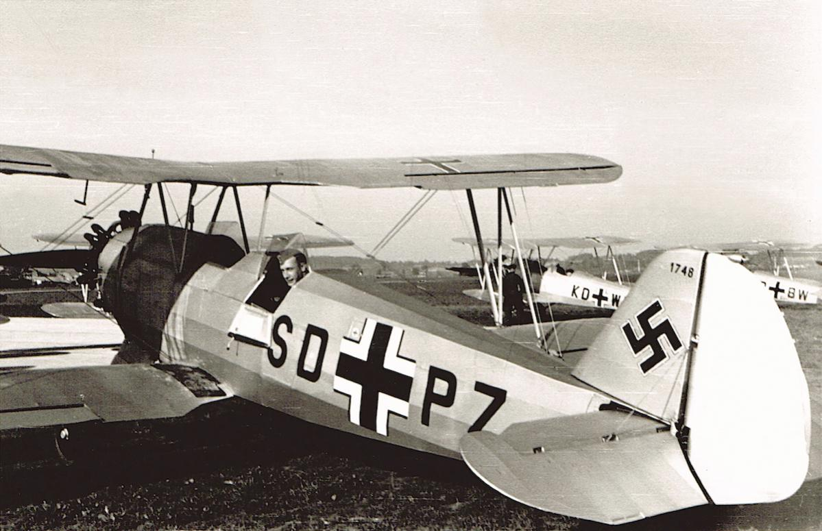 Naam: Foto 505. SD+PZ. Focke-Wulf Fw.44, W.Nr. 1748.jpg Bekeken: 170 Grootte: 118,9 KB