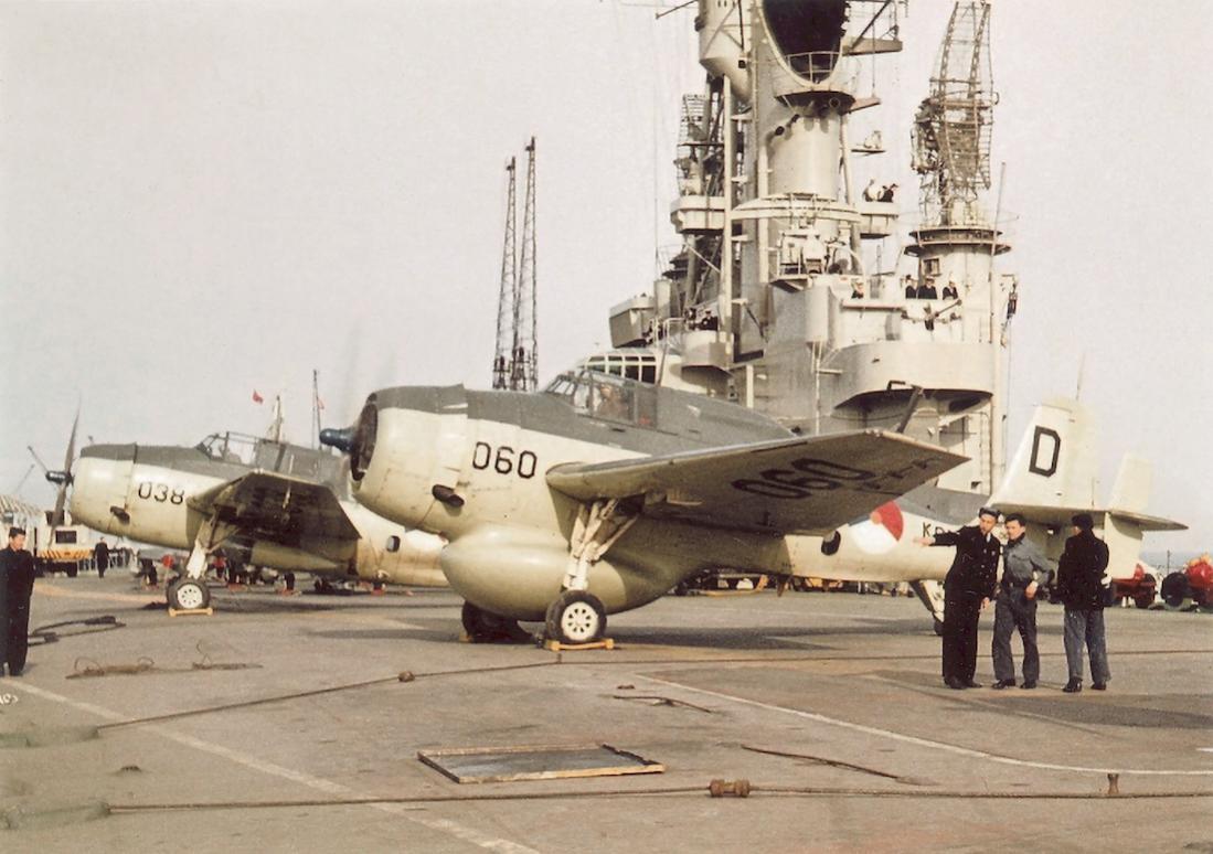 Naam: #310. '060' ('P-120') Grumman TBM-3W2 Avenger en '038' ('A-30') Grumman TBM-3S2 Avenger. 1100 br.jpg Bekeken: 123 Grootte: 102,0 KB