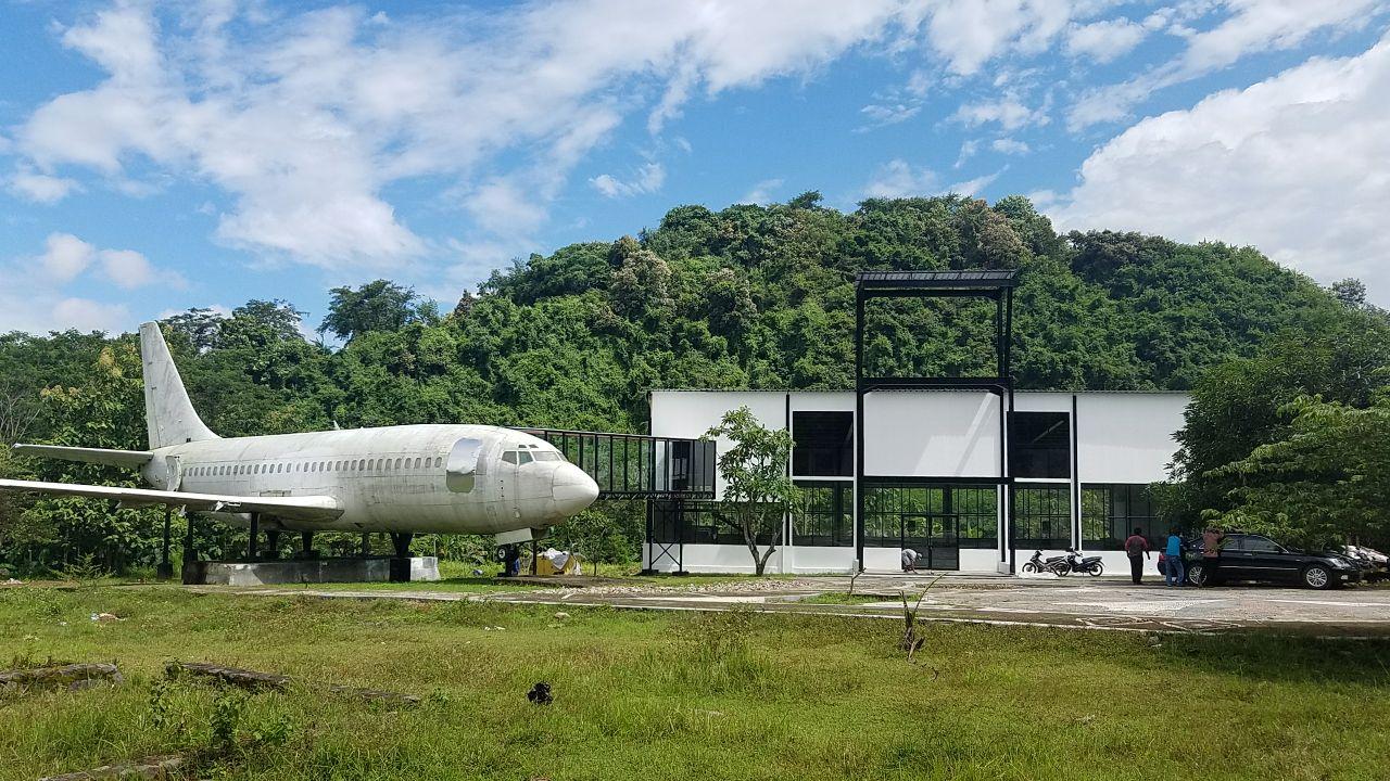 Naam: B737 at Kali Pancur Tourist Village - Semarang..jpg Bekeken: 202 Grootte: 247,5 KB