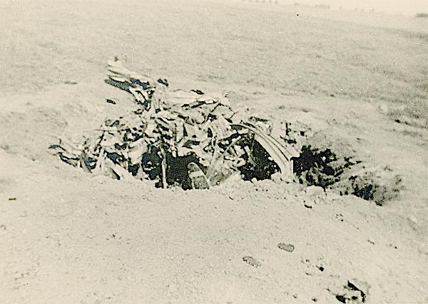 Naam: Foto 96. Txt bij foto. Genoodlande Nortrop 8-A-3-N. van Serg. Kuhn. 10-15 MEI 1940. 600 breed.jpg Bekeken: 94 Grootte: 485,5 KB