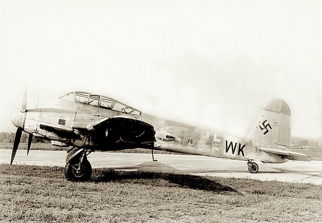 Naam: Foto 576. 'F6+WK'. Me. 410A-3 van Aufkl.Gr. (F)122. 1100 breed.jpg Bekeken: 258 Grootte: 130,5 KB