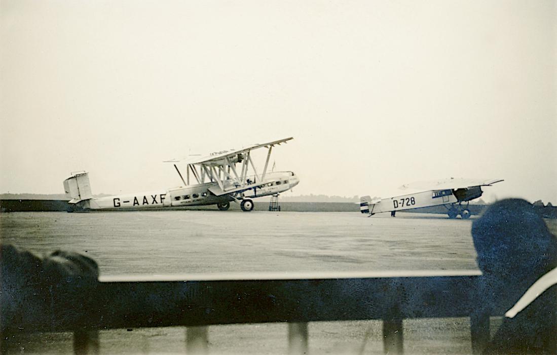 Naam: Foto 434. D-728 'Mulde', FG F.II:F.IIb en G-AAXF 'Helena' een Handley Page HP.42W Western van Im.jpg Bekeken: 304 Grootte: 68,9 KB
