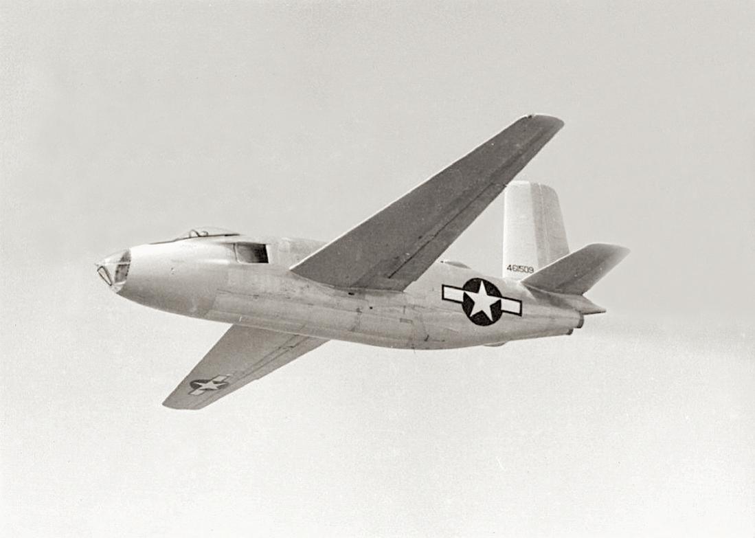 Naam: Foto 670. '44-61509'. tweede prototype Douglas XB-43, april 1948 YB-43 Jetmaster. 1100 breed.jpg Bekeken: 186 Grootte: 59,6 KB