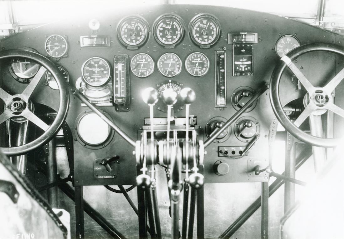 Naam: Foto 333. Cockpit Fokker F.IX. 1100 breed.jpg Bekeken: 131 Grootte: 116,5 KB