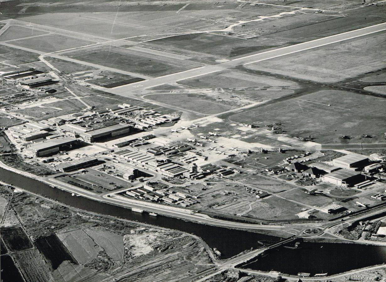 Naam: Afb. 4. Luchtfoto Schiphol oktober 1948 zonder overlay, kopie.jpg Bekeken: 866 Grootte: 225,1 KB