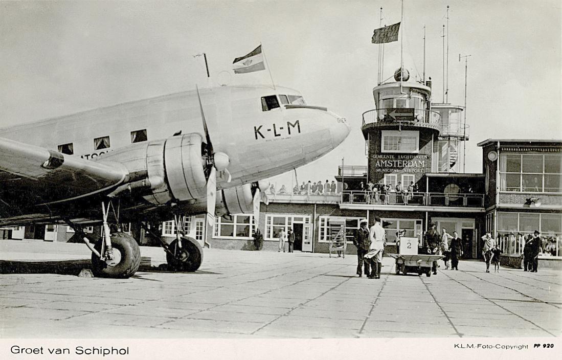 Naam: Kaart 733. Groet van Schiphol. Douglas DC-3 %22Gier%22.jpg Bekeken: 293 Grootte: 118,2 KB