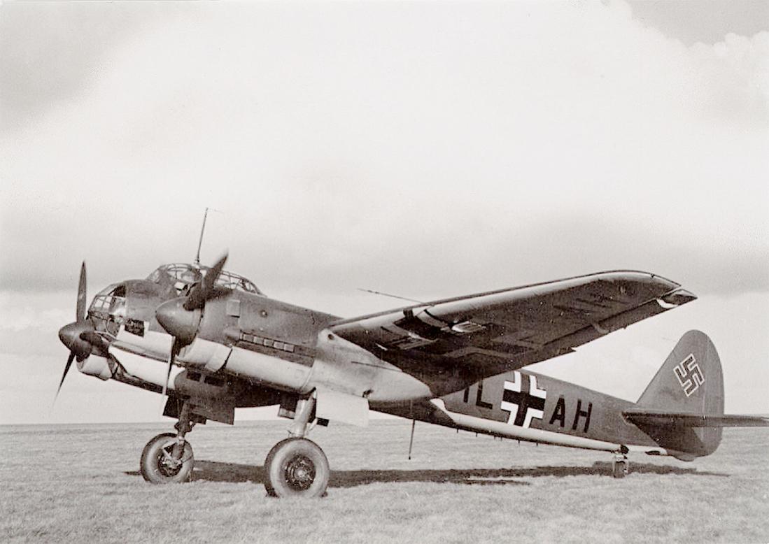Naam: Foto 573. 'IL+AH' Ju-88. 1100 breed.jpg Bekeken: 159 Grootte: 84,7 KB
