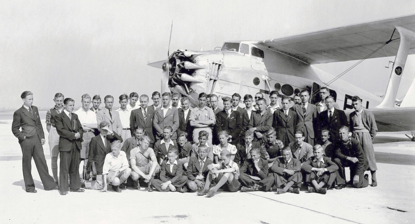 Naam: Foto 33. Tekst bij deze grote foto. Jeugdluchtvaartdag 1 Juli 1939, Amsterdam. 1600 breed.jpg Bekeken: 268 Grootte: 172,1 KB